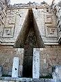 Uxmal - Palacio 5 - Kragsteingewölbe.jpg