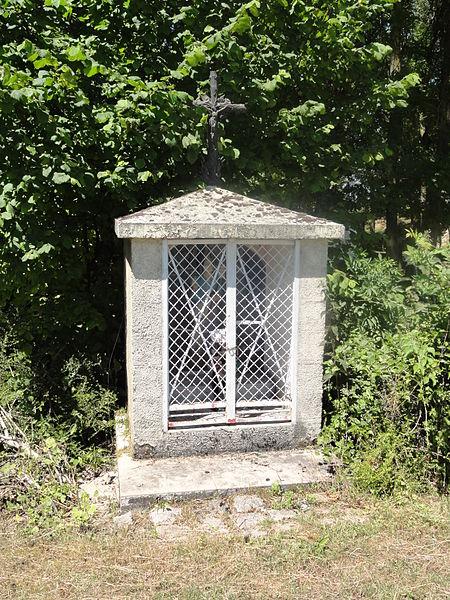 Variscourt (Aisne) fontaine-chapelle Sainte-Geneviève