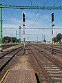 Vasútállomás, V5 és V4 jelzők, 2019 Csorna.jpg