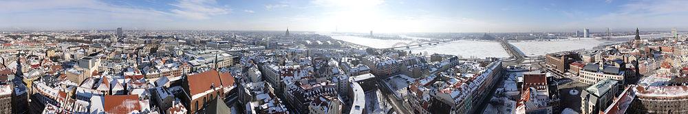 Панорама Старой Риги, снятая с обзорной площадки церкви Святого Петра на высоте 71 метра
