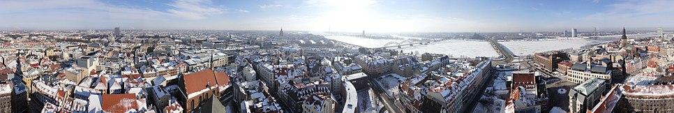 Panorāma no Rīgas Svētā Pētera baznīcas torņa