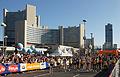 Vienna 2013-04-14 Vienna City Marathon - top athletes approaching starting line.jpg