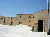 Villa Romana del Tellaro (Noto), casale.JPG