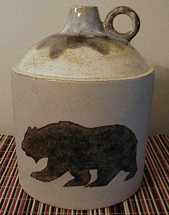 Jug - Image: WHISKEY JUG WITH BEAR
