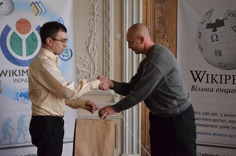 Церемонія нагородження «Вікі любить пам'ятки» 2013 у Шоколадному будиночку, 9 листопада 2013 року. Автор фото — Amakuha [CC-BY-SA-3.0]
