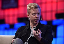 Web Summit 2017 - Centre Stage Day 2 CG1 7885 (38232183112).jpg