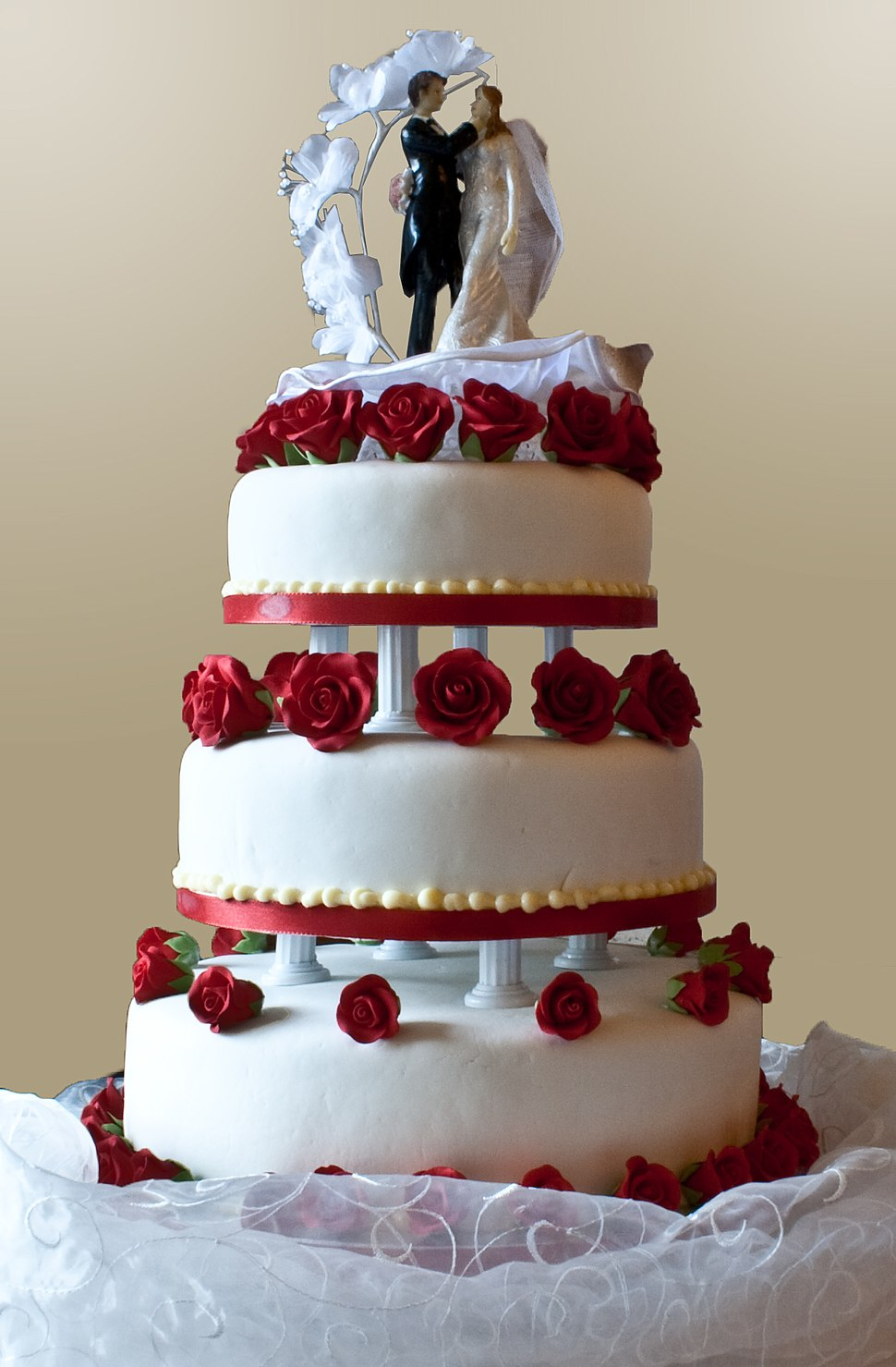 Wedding cake with pillar supports, 2009