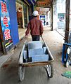 Wheelbarrow in Haikou 01.jpg