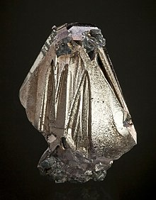 Wittichenite-491887 cropped.jpg