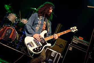 Ian Peres - Ian Peres playing bass with Wolfmother on tour in Munich in 2016.