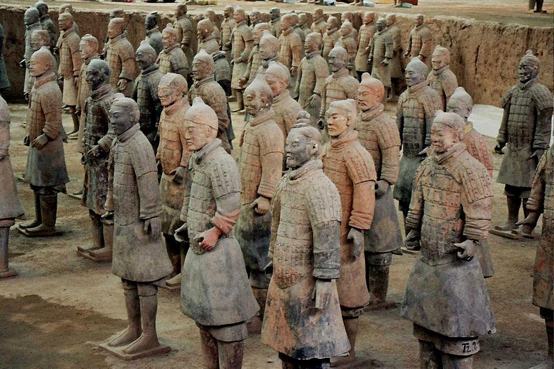 Imagen en Wikipedia de los Guerreros de Terracota de Xi'An.