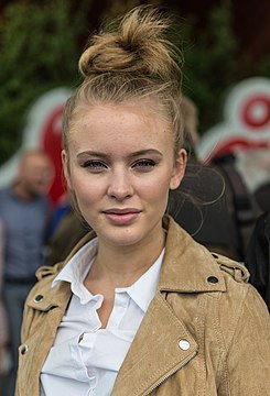 Zara Larsson in June 2015.jpg