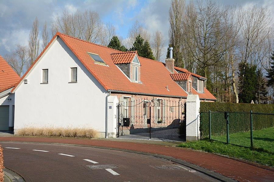 Hoeve, Zevenhuizenstraat 48, Lint