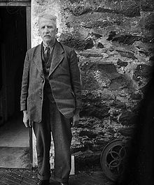 (The poet Robert Evans (Cybi), outside his home, Bryn Eithin, Llangybi) (6347476638).jpg