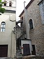 Église de Fontbellon - Escalier extérieur.jpg