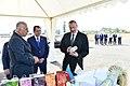 """İlham Əliyev Lənkəranda """"Astaraçay"""" MMC-nin çay plantasiyalarına baxarkən 05.jpg"""
