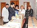 Παράδοση φαρμακευτικού υλικού για Έλληνες της Μαριούπολης (16712609512).jpg