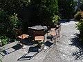 Τραπέζι εξωτερικά της μονής.jpg