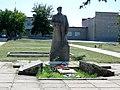 Меморіальний комплекс та могила Смирнова А. К. - генерал - лейтенанта, с. Смирнове, в центрі села, Більмацький район, Запорізька обл.jpg