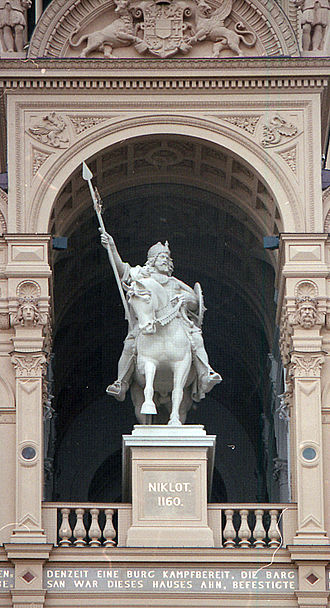 Schwerin Palace - Statue of the Obotrite Prince Niklot (sculptor: Christian Genschow)