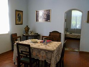 Dubrovin Farm - Room with period furnishings