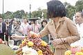 ผศ.ดร.ทพญ.พิมพ์เพ็ญ เวชชาชีวะ คณะรัฐบาลจะทำบุญ 5 ศาสน - Flickr - Abhisit Vejjajiva (1).jpg