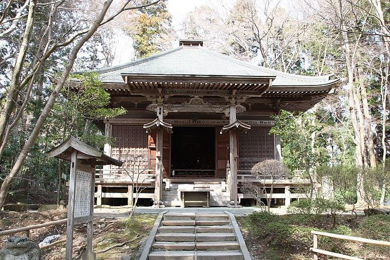中尊寺 峯薬師堂 Mine Yakushido Hall - panoramio