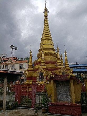 Kyaung - Image: 芒市五云寺 佛塔