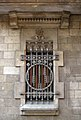 071 Edifici al c. Sant Carles 7, finestra.jpg
