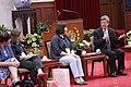 08.30 副總統接見「亞洲婦女安置國際研討會」與會代表,感謝勵馨基金會長期提供受害者關懷與照顧的完整網絡,並期待未來與訪賓們持續合作,促進性別平等 (36100303033).jpg