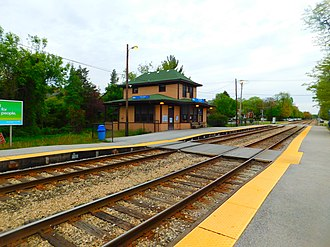 107th Street–Beverly Hills (Metra station) - The 107th Street-Beverly Hills station in May 2016.
