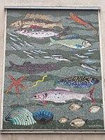 1170 Höhenstraße 2 - Karl Panek-Hof - Wandmosaik Fische von Hans Robert Pippal 1956 IMG 2047.jpg