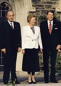 Margaret Thatcher tra Ciriaco De Mita e Ronald Reagan al 17° G7, tenutosi a Toronto nel 1988.