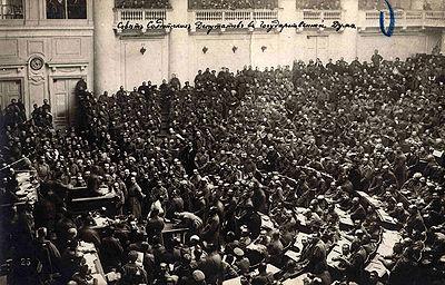 Le soviet de Petrograd en 1917.