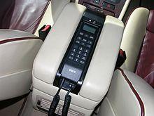 Il microtelefono di un telefono veicolare installato in un'automobile[5]