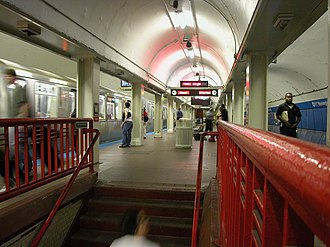 Washington station (CTA Red Line) - Washington in July 2004