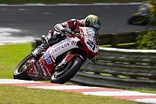 Bayliss in accelerazione con la sua Ducati 1098 F08 a Brands Hatch nella vittoriosa stagione 2008