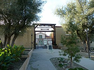 Taft, California - Image: 2010 1230 Taft The Fort