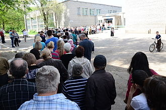 Donetsk - Referendum organized by the rebels. A line to enter a polling place, 11 May 2014