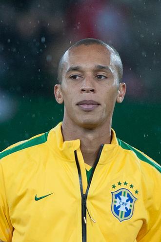 Miranda (footballer) - Miranda playing for Brazil in 2014
