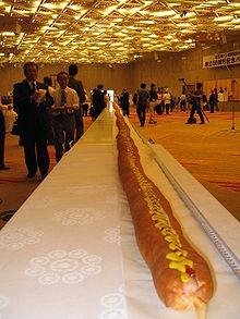 Un hot dog lungo 60 metri