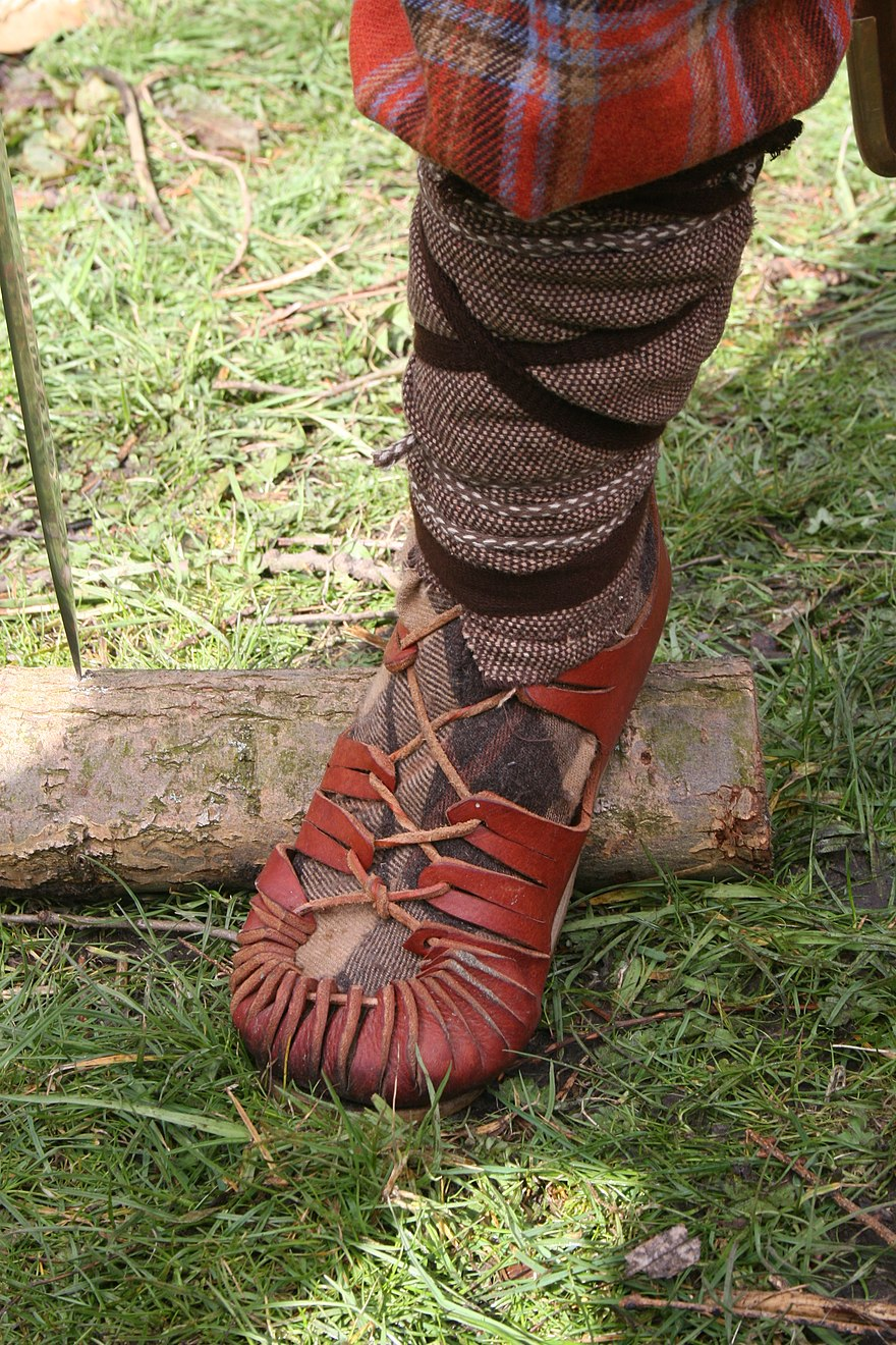 716f79baae830f Shoe - The Reader Wiki
