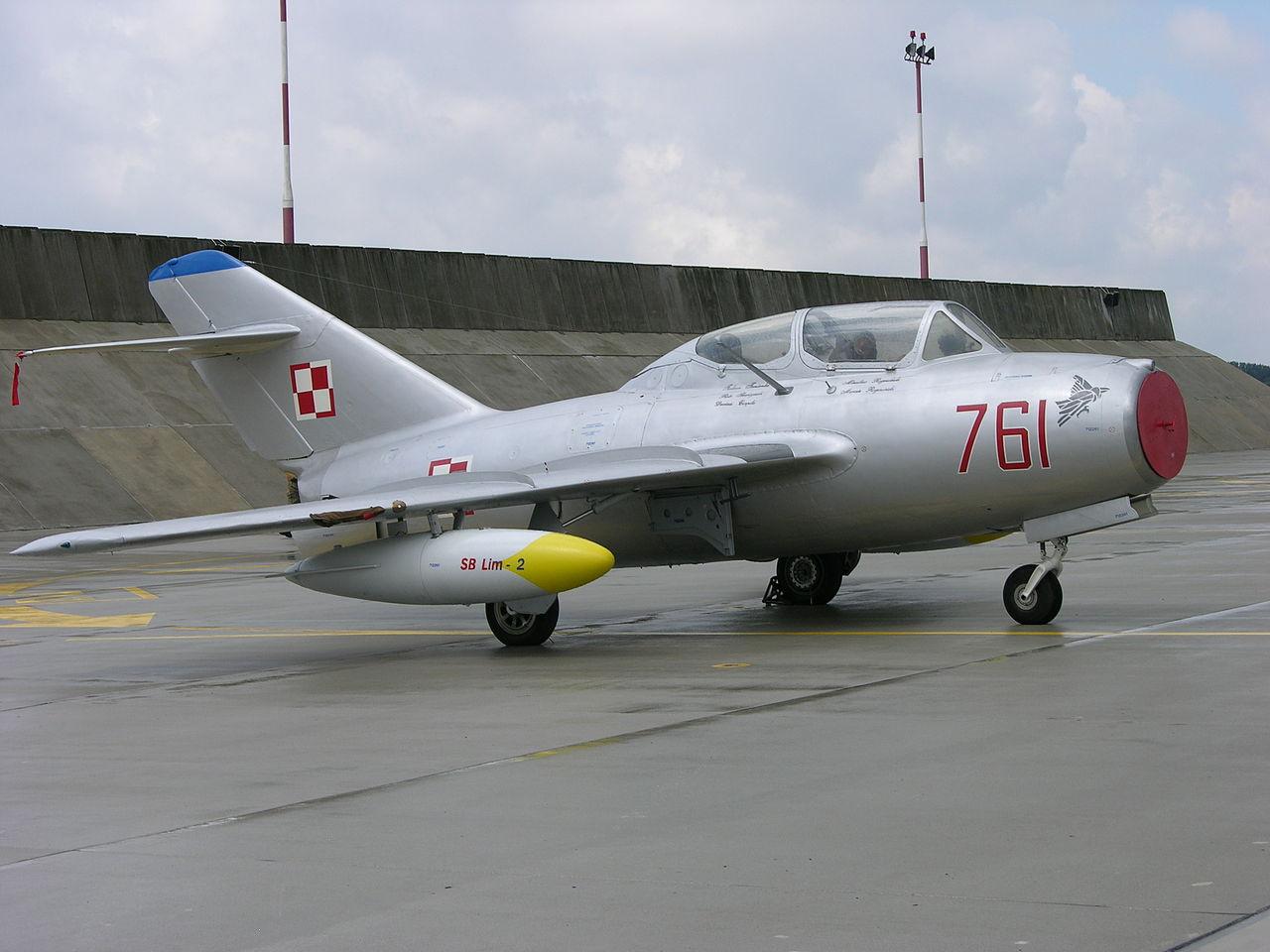 Imágenes numeradas - Página 16 1280px-761_a_MiG-15UTI_preserved_at_Poznan-Krzesiny_%283118035907%29