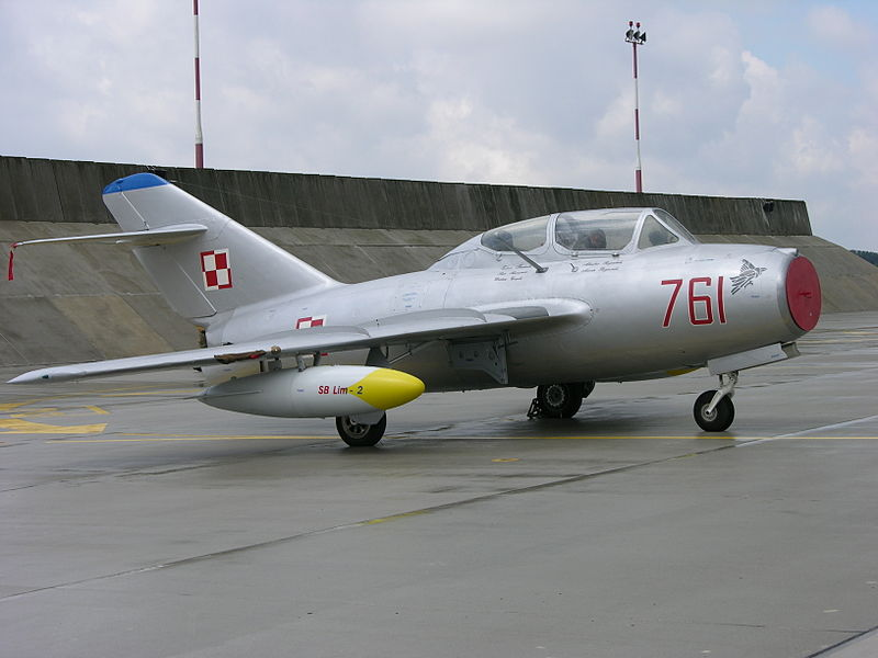 File:761 a MiG-15UTI preserved at Poznan-Krzesiny (3118035907).jpg
