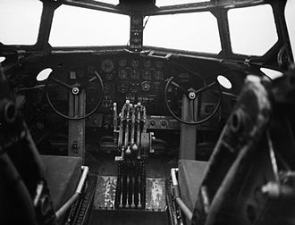 Short Stirling - Instrument panel and controls of Stirling Mk I