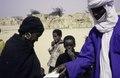 ASC Leiden - van Achterberg Collection - 6 - 065 - Un homme touareg en bleu avec une chèche blanche (turban) - Entre Tabelot et Agadez, Niger - janvier 2005.tif