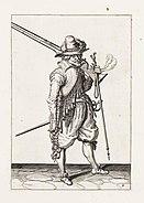 Aanwijzing 2 voor het hanteren van het musket - Marcheert ende draecht de furquet neffens de Musquet (Jacob de Gheyn, 1607)
