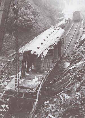 Sevenoaks railway accident - Image: Accident ferroviaire de Sevenoaks voiture détruite