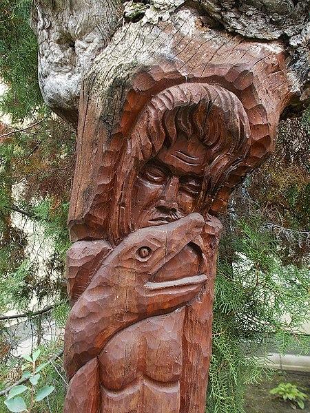 File:Adam and snake sculpture, Iskola Promenade, 2016 Dunakeszi.jpg