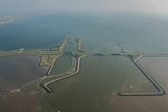 Battle of the Afsluitdijk - Wehrmacht forces launched their attack from the left